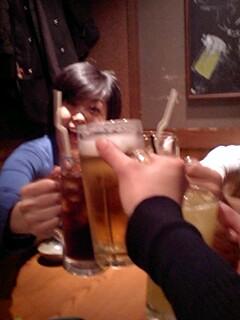 汗をかき、ビールを飲む