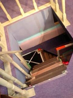 舞台の下へ